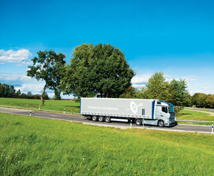 Typically for a truck, the cab on the new Actros is available in a range of different variants. Less typically, two widths and no less than six height and roof variants are available, tailored precisely to individual operational requirements.