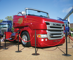 The stunner of the show was this one-off Scania R999 convertible show truck.