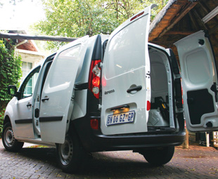 With a 3m3 load volume, 800 kg payload and 180 degree asymmetrical rear doors, loading of odd objects is an easy task.