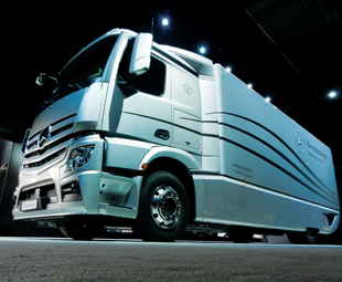 Daimler's Aerodynamics Truck and Trailer initiative drastically reduces drag and fuel consumption.
