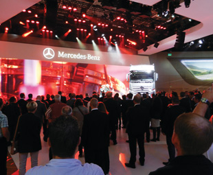 Crowds flocked to the Daimler stand, where they enjoyed a festive atmosphere and a feast of innovations.