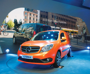 The new Citan is a real head turner, with its bold chrome-plated star in the prominent radiator grille, and its three sporty, perforated fins.