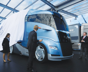 With its  streamlined front, projecting wheel arches and the soft, smooth lines of  its cab, the MAN Concept S is a radical departure from the cubic design  of the conventional trucks we see on our highways.