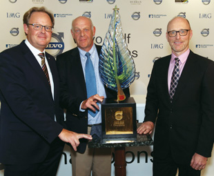 Presenting the tournament trophy are, from left: Per Ericsson, president Volvo Event Management golf; Bram van der Reep, managing director Volvo Cars SA, Torbjörn Christensson, president Volvo Group Southern Africa.