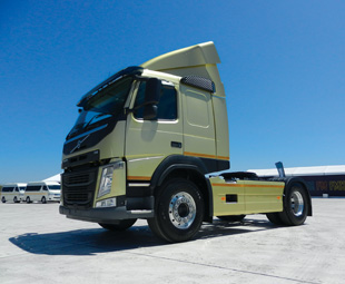The new design of the Volvo FM provides the driver with good visibility from inside the cab. Slimmer mirrors and stronger headlights further improve safety.
