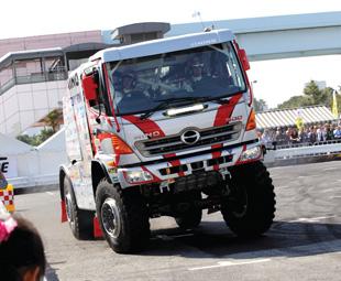 Hino's dynamic Dakar duo
