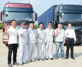 The Dongfeng team is understandably proud of the new truck.
