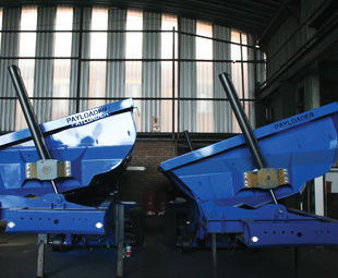 The trailers are fitted with the patented Kearney Constant Velocity Tipping System and the automated tyre-inflation system, Tire Pilot.
