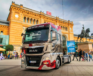 During the IAA, MAN unveiled six MAN Tattoo trucks in front of Hannover's central station.
