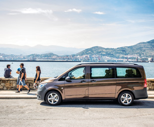 The new Mercedes-Benz Vito boasts a permissible gross vehicle weight of 2,5 to 3,2 t.