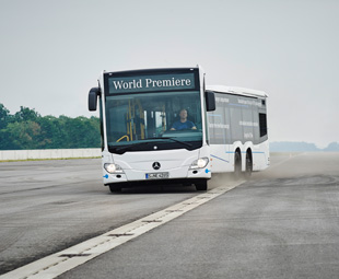The Mercedes-Benz Citaro demonstrates anti-jackknife technology using the newly developed Articulation Turntable Control.