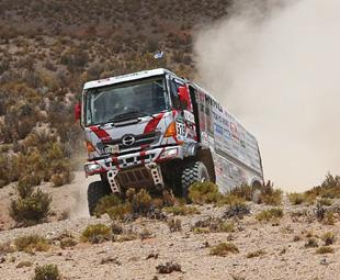 Iveco rocks Dakar, Hino hits 25