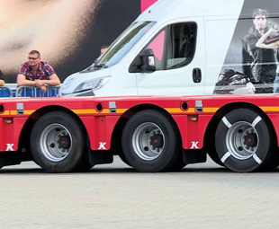 """ABOVE: German trailer manufacturer Kässbohrer used this quad-axle bogie set to demonstrate the """"Steer by Brake"""" system it has developed in conjunction with braking specialist Knorr-Bremse"""