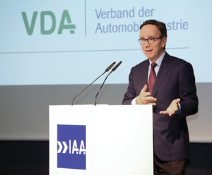 Matthias Wissmann, president of the German Association of the Automotive Industry, points out that truck manufacturers have achieved fuel consumption reductions of around 60 percent per tonne-kilometre since the 1970s.