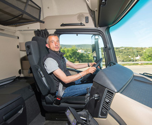 ITOY jury members were given the chance to prove the new Actros's claimed fuel efficiency gains. Over 4 800 km they achieved a 10,6-percent saving!