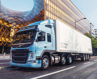 Volvo Trucks introduced a Euro-6 heavy-duty truck running on LNG or biogas at Solutrans.