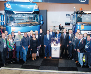 The International Truck of the Year Jury (including Charleen Clarke from FOCUS) popped onto the DAF stand to congratulate the company on its Truck of the Year victory.